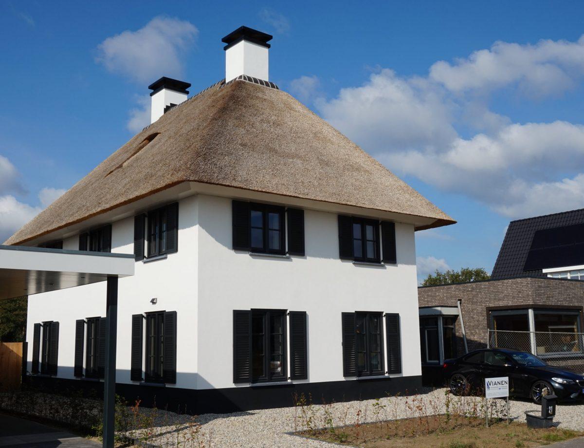 Rietgedekte nieuwbouw villa Vinkel